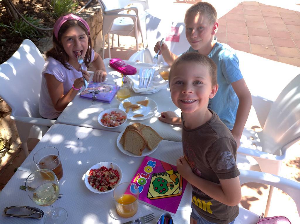 The kids in venta Tropezon, Montecorto
